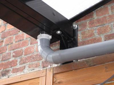 Auvent en profil aluminium et panneaux polycarbonate