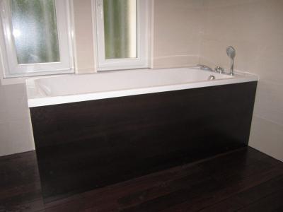 salle de bains quip e d 39 une grande douche plomberie. Black Bedroom Furniture Sets. Home Design Ideas