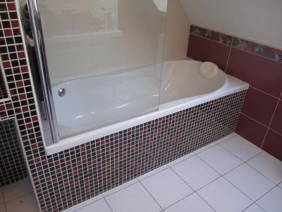 baignoire, douche, mirroir, meuble ...