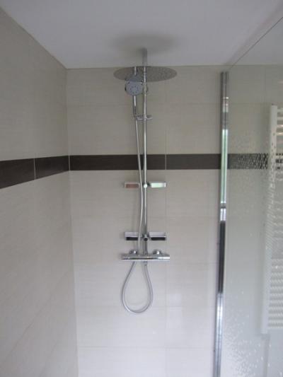 applicabat.fr/photos/bdd/salle-de-bains-equipee-d-une-grande-douche_1_94_6,400_533