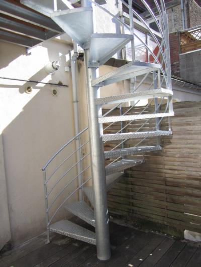 Escaliers métalliques extérieurs
