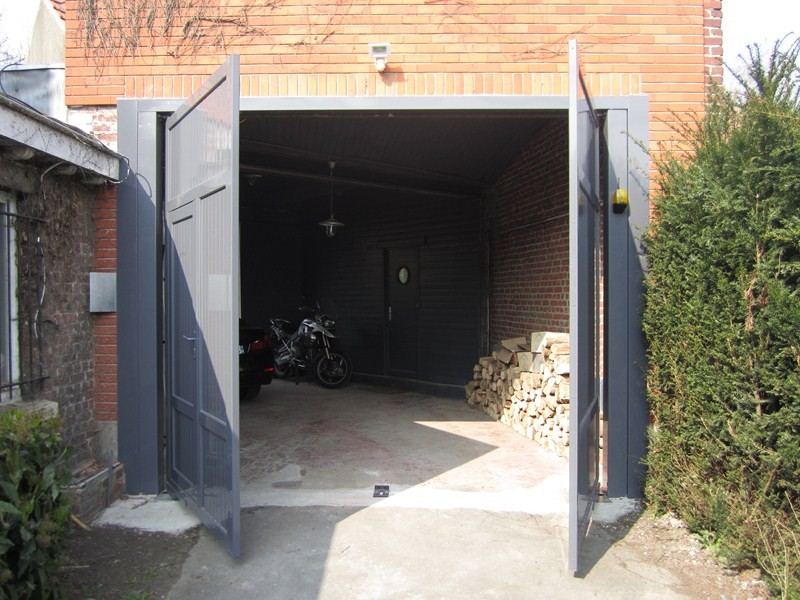 Porte de garage aluminium portail et cl ture for Porte de garage battant alu