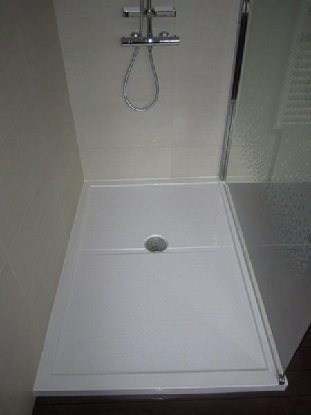 salle de bain equipee de bains quipe d une grande douche plomberie sanitaire - Une Salle De Bain Est Equipee Dune Vasque